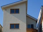 御影 青い屋根の家